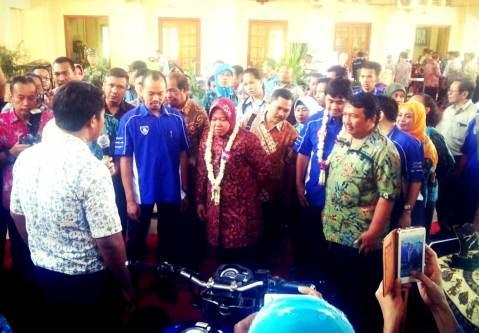 Walikota-Surabaya-IbuTri-